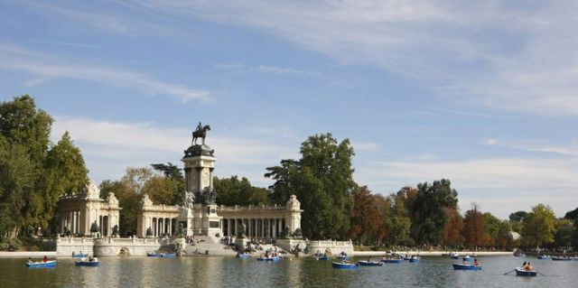 jezero u parku Retiro. traveler.es