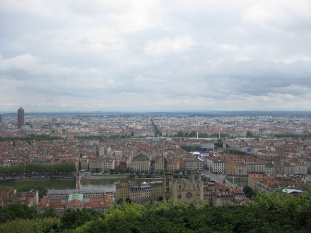 pogled na ceo grad Lion